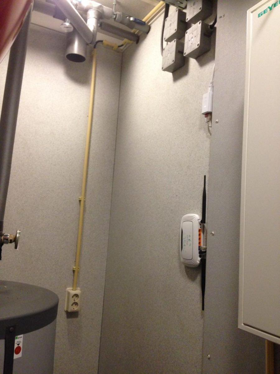 Technikraum mit Litebeam-Netzteil und 841er-Gluon-AP